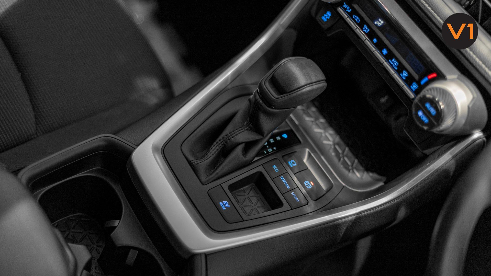 Toyota RAV4 2.5 GX Hybrid - Centre Console