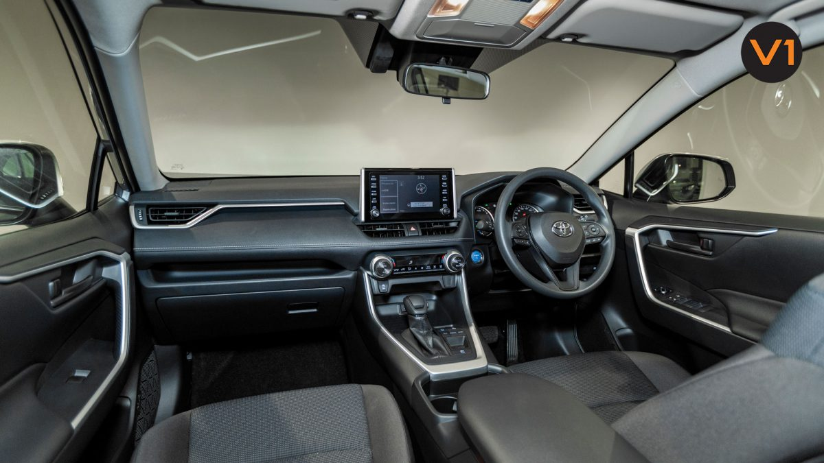 Toyota RAV4 2.5 GX Hybrid - Cockpit