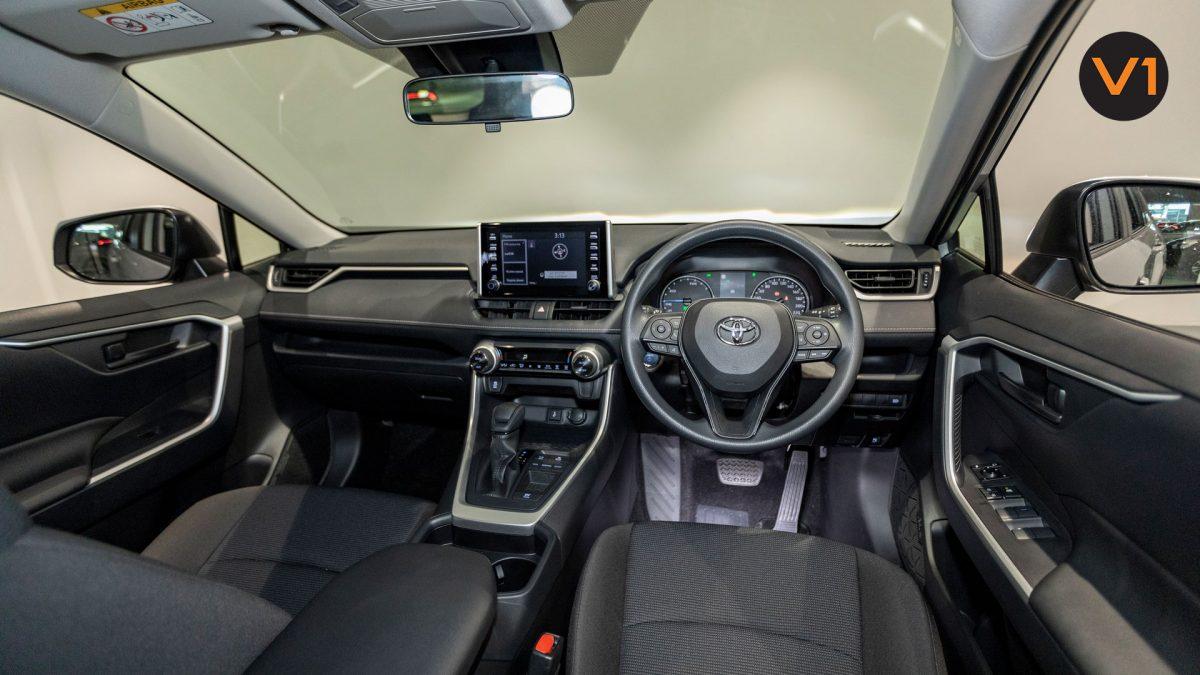 Toyota RAV4 2.5 GX Hybrid - Dashboard layout