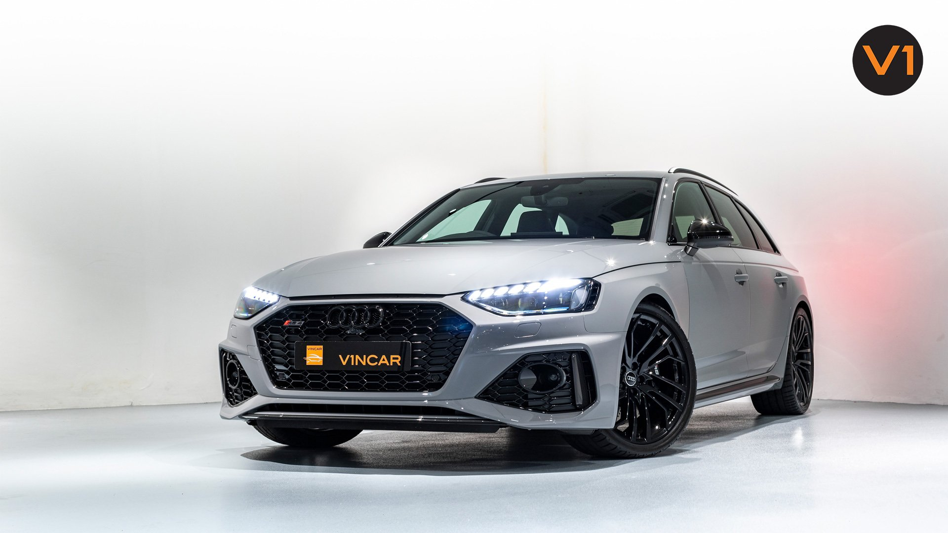 AUDI RS 4 AVANT - Front Lower Angle
