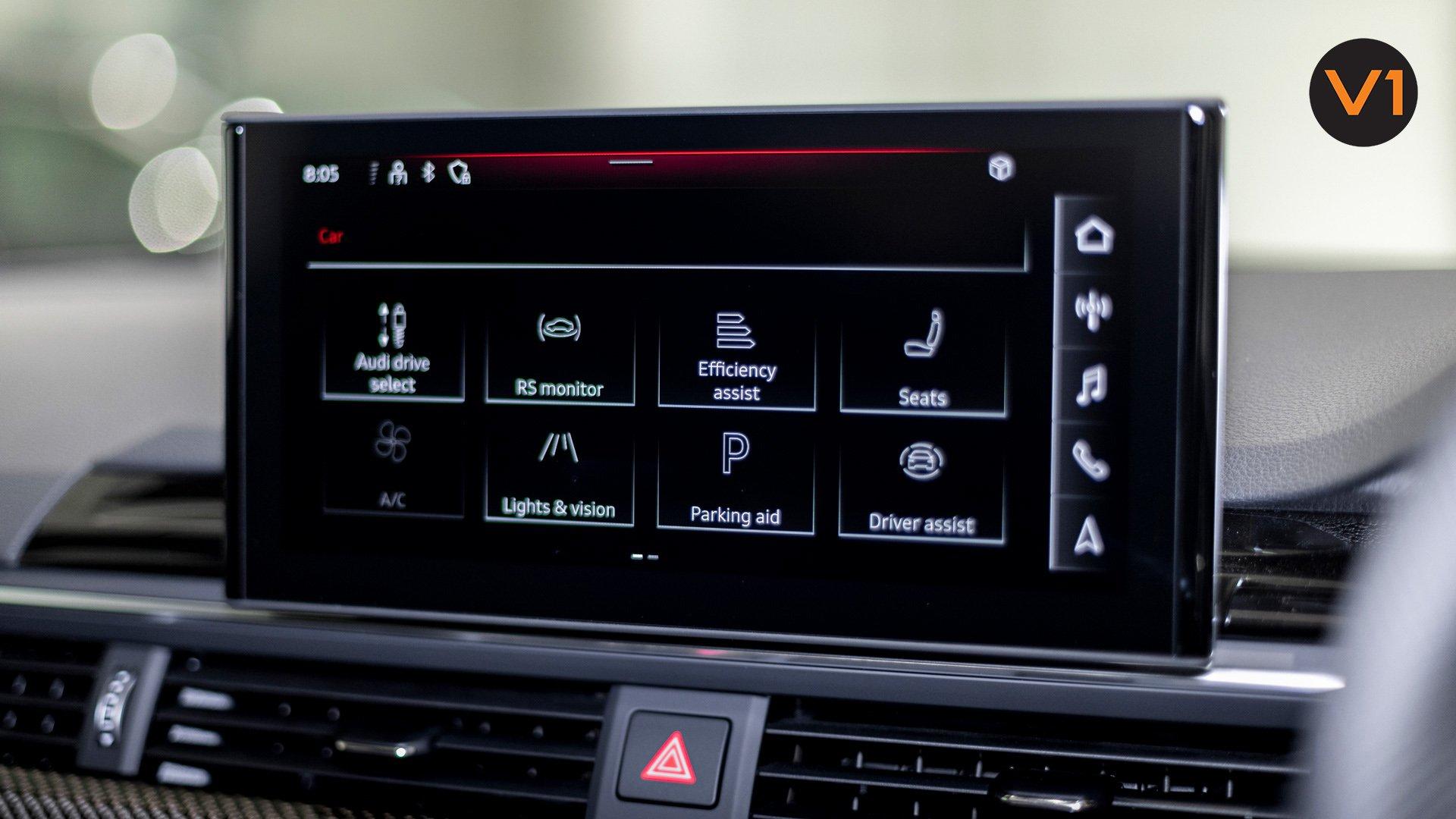 AUDI RS 4 AVANT - Media Display