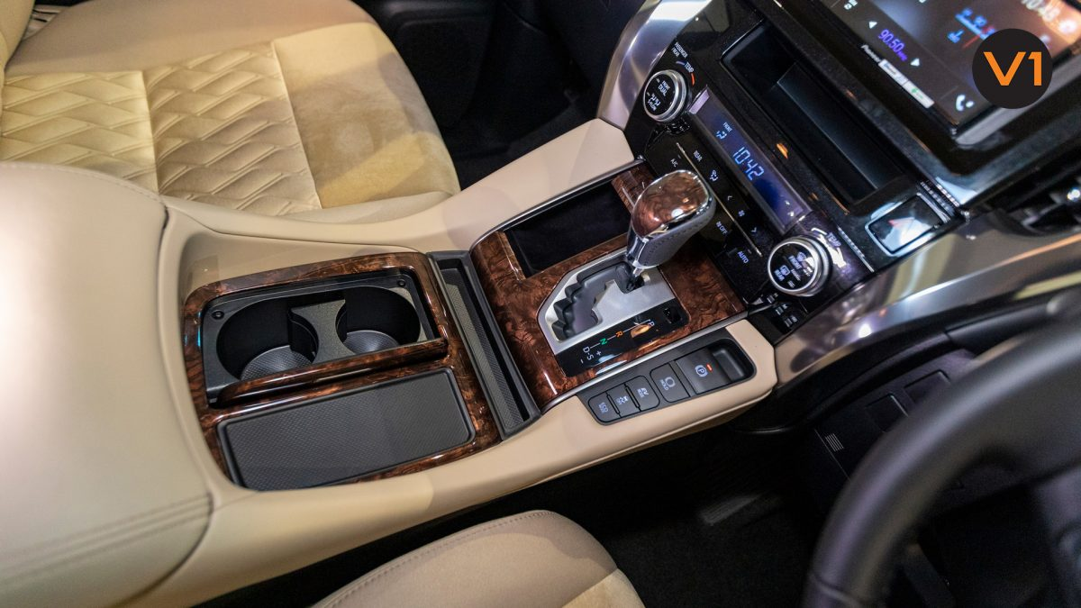 Toyota Alphard 2.5X Hybrid 7-Seater (FL2020) - Center Console