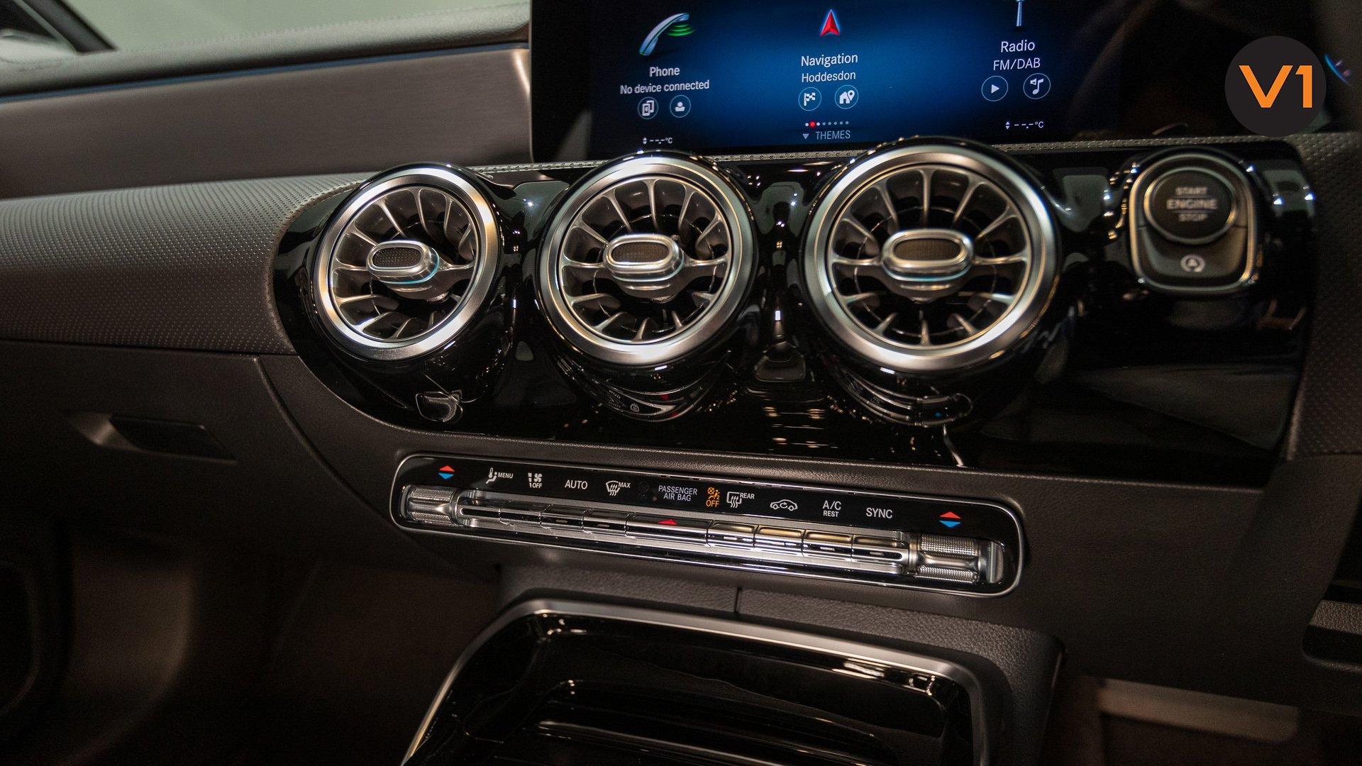 Mercedes-AMG CLA35 Coupe AMG 4Matic Premium Plus - AC