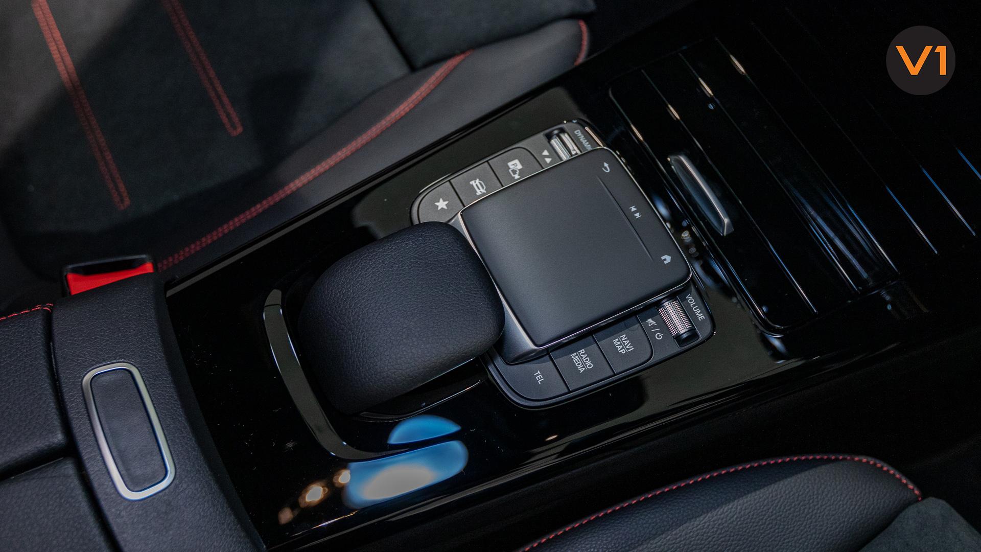 Mercedes-Benz A180 AMG Executive - Centre Console