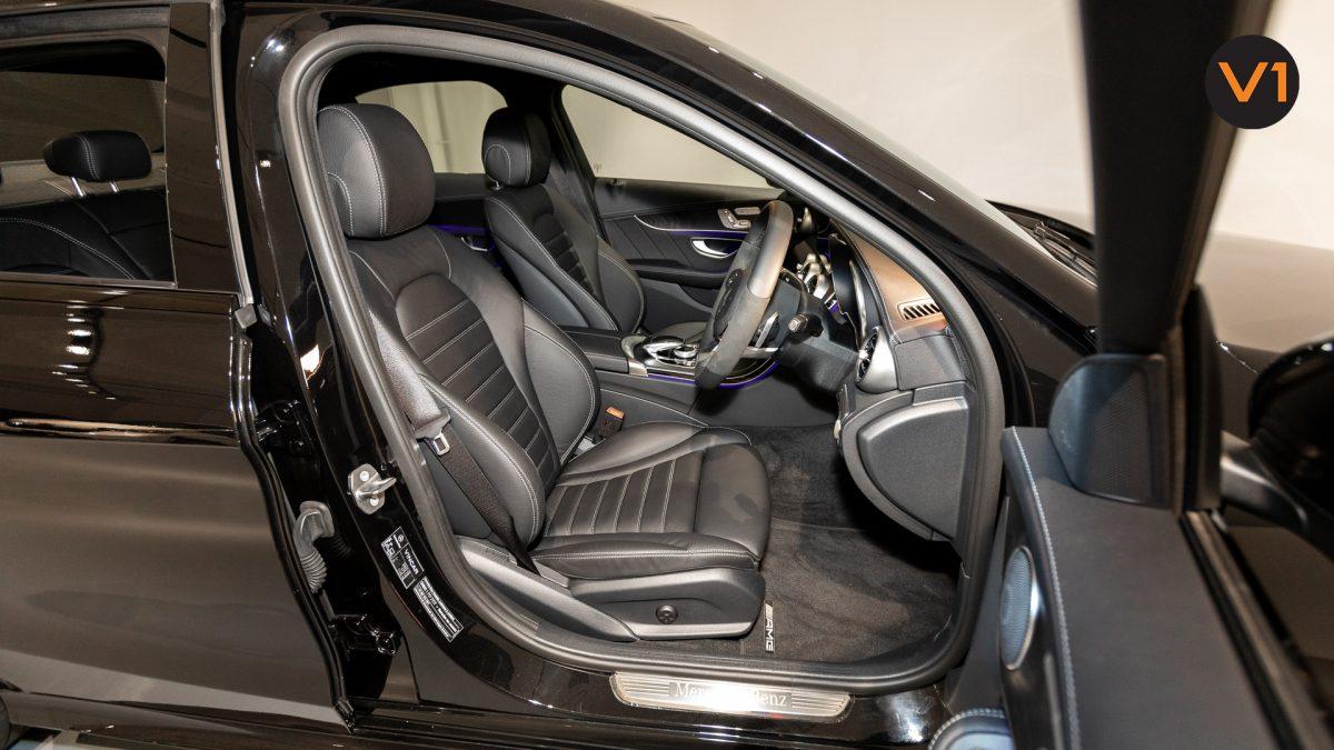 Mercedes-Benz C200 Saloon AMG Premium Night Edition - Driver Seat
