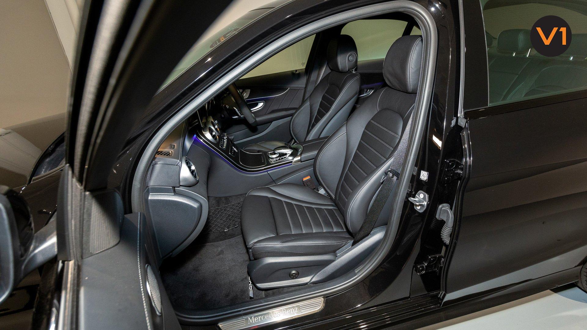 Mercedes-Benz C200 Saloon AMG Premium Night Edition - Front Passenger Seat