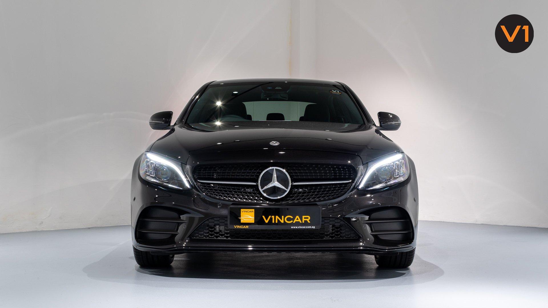 Mercedes-Benz C200 Saloon AMG Premium Night Edition - Front direct