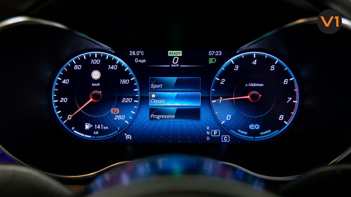 Mercedes-Benz C200 Saloon AMG Premium Night Edition - Instrument Cluster