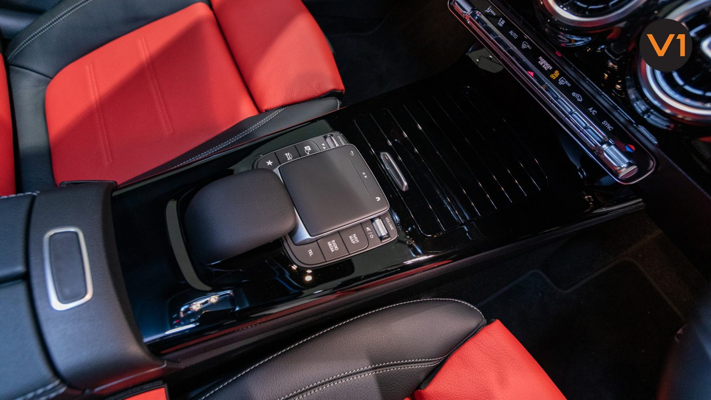 Mercedes-Benz CLA180 Coupe AMG - Center Console