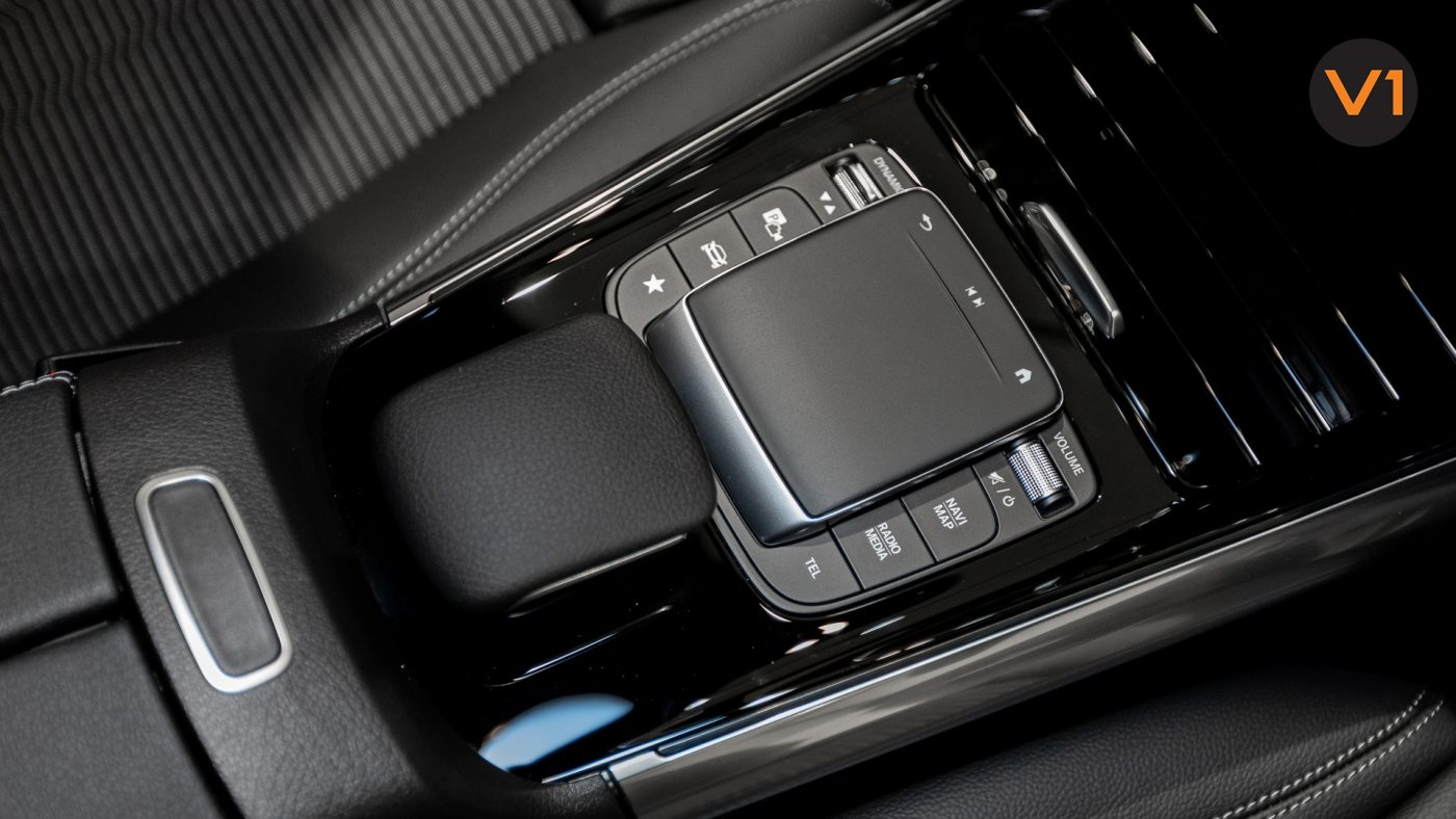 Mercedes-Benz GLA200 Sport Executive (FM2021) - Center Console Touchpad