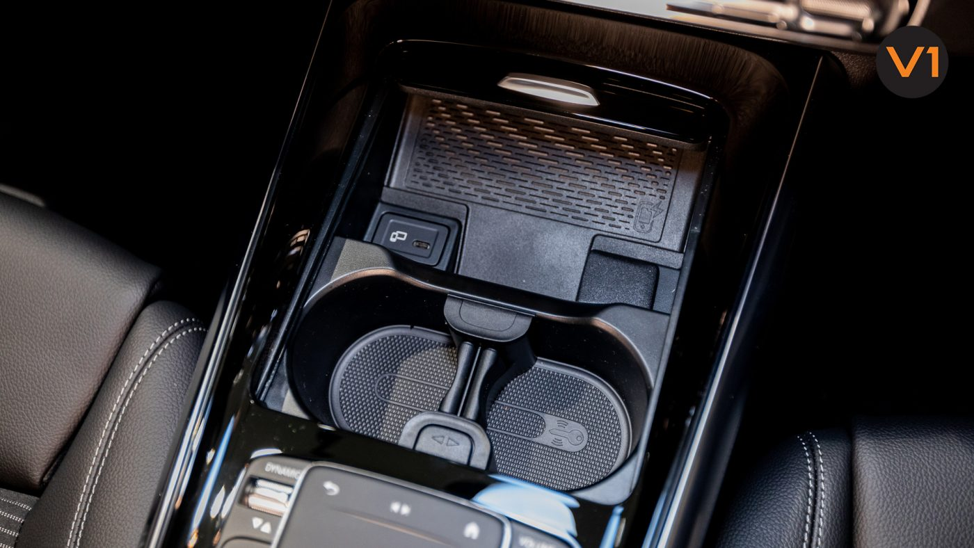 Mercedes-Benz GLA200 Sport Executive (FM2021) - Cupholder