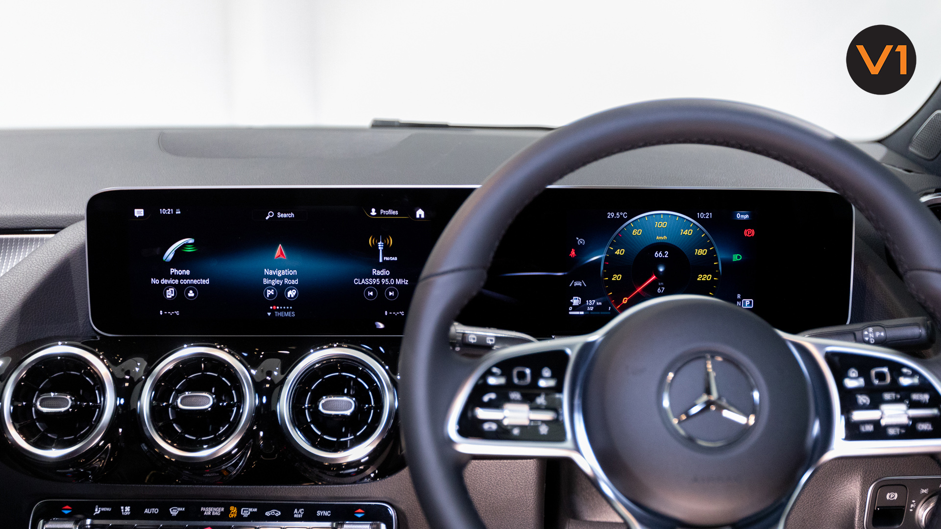 Mercedes-Benz GLA200 Sport Executive (FM2021) - Infotainment