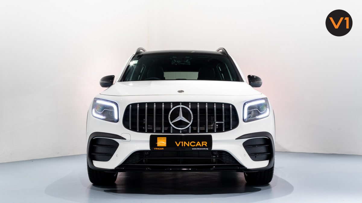 Mercedes-AMG GLB35 AMG 4MATIC Premium Plus - Front Direct
