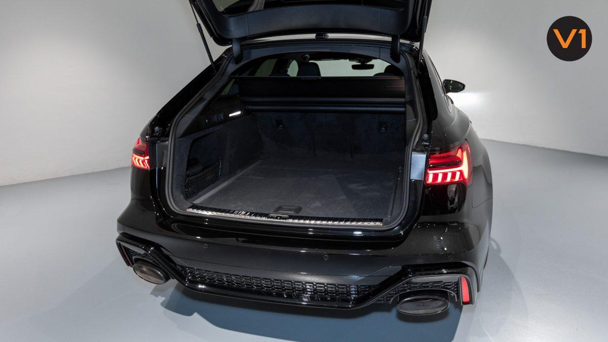 Audi RS 6 Avant - Boot Space