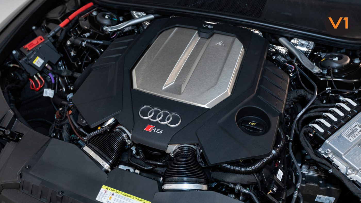 Audi RS 6 Avant - Engine Bay
