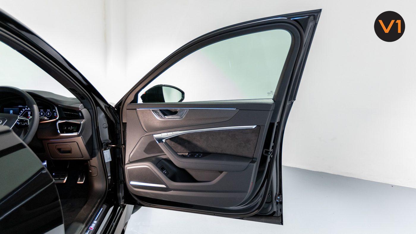 Audi RS 6 Avant - Front Door