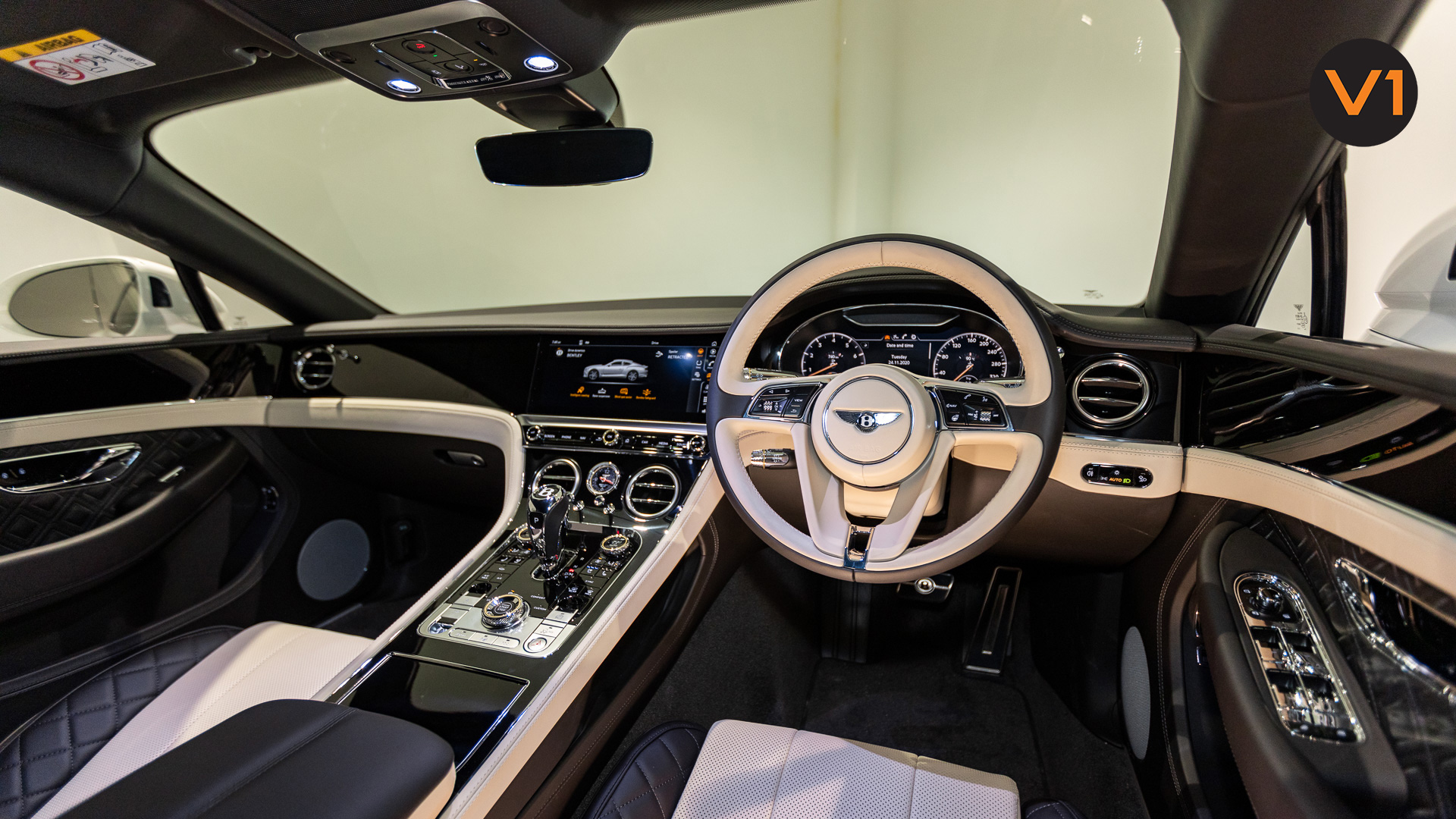 Bentley Continental GT Coupe V8 (Glacier White) - Steering Wheel 2