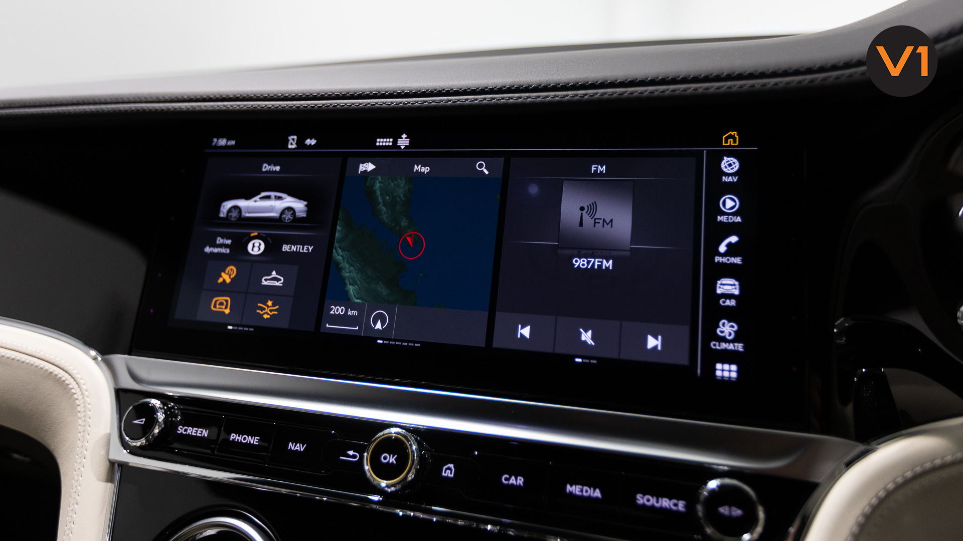 Bentley Continental GT Coupe V8 (Glacier White) - Infotainment