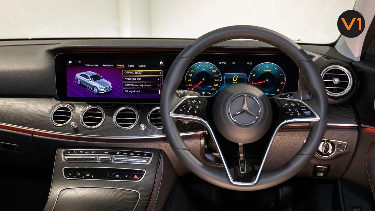 Mercedes-Benz E200 Saloon AMG Luxury (FL2021) - Dashboard
