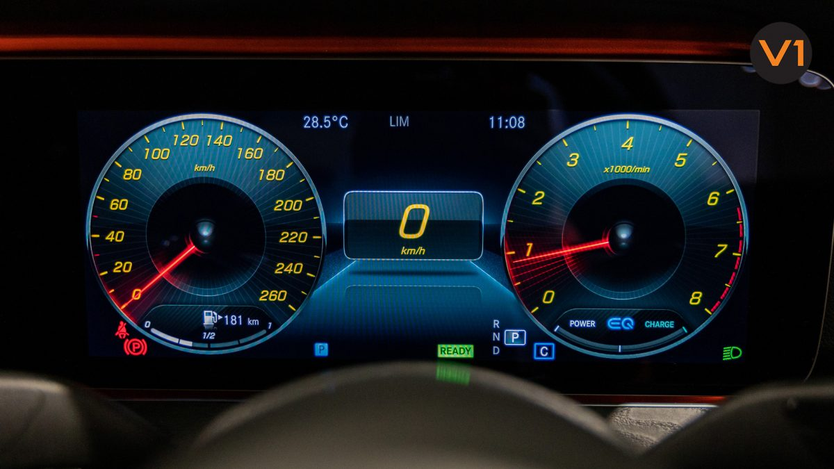 Mercedes-Benz E200 Saloon AMG Luxury (FL2021) - Meter