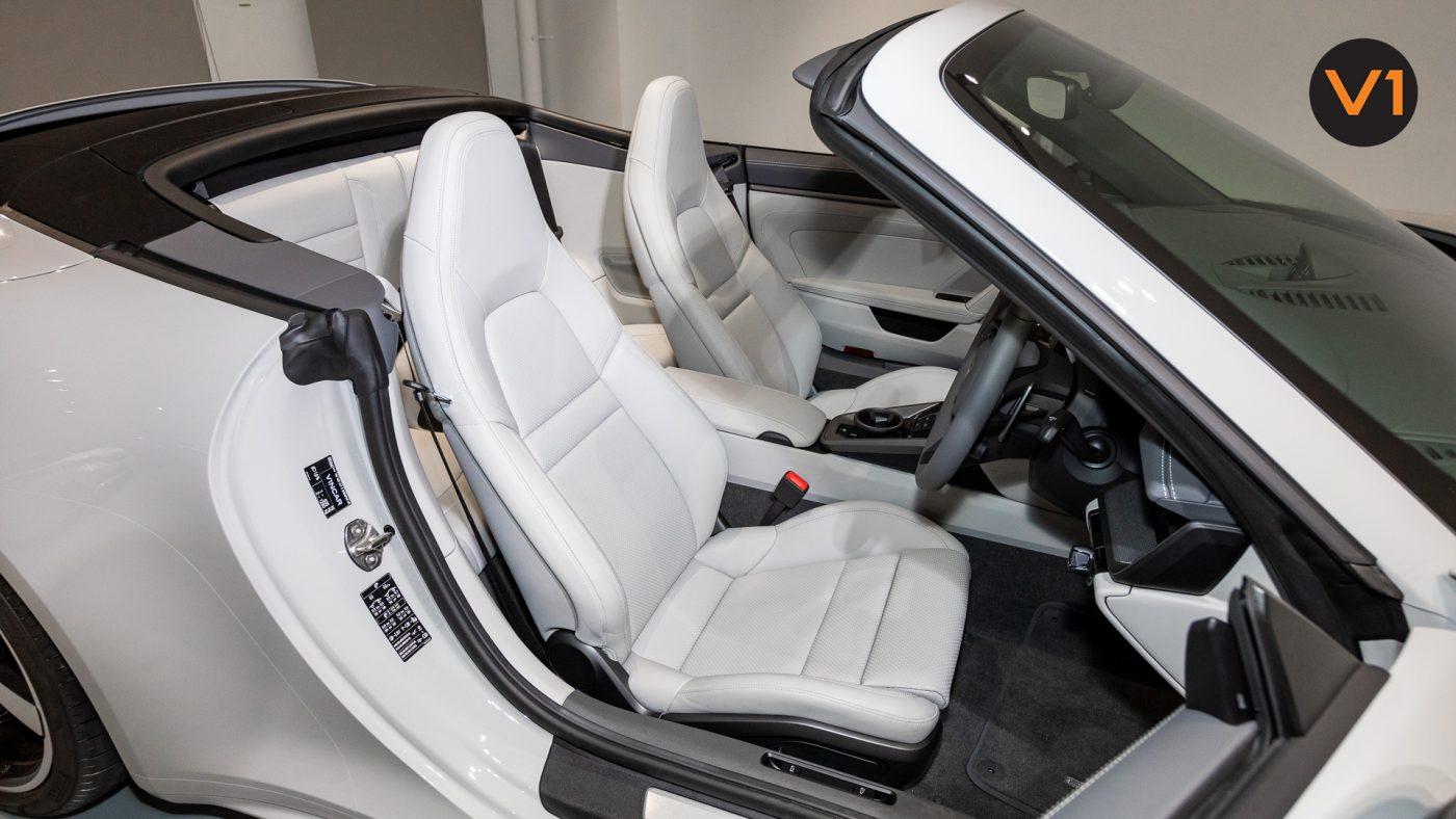 PORSCHE 911 CARRERA CABRIOLET (CRAYON) - Driver Seat