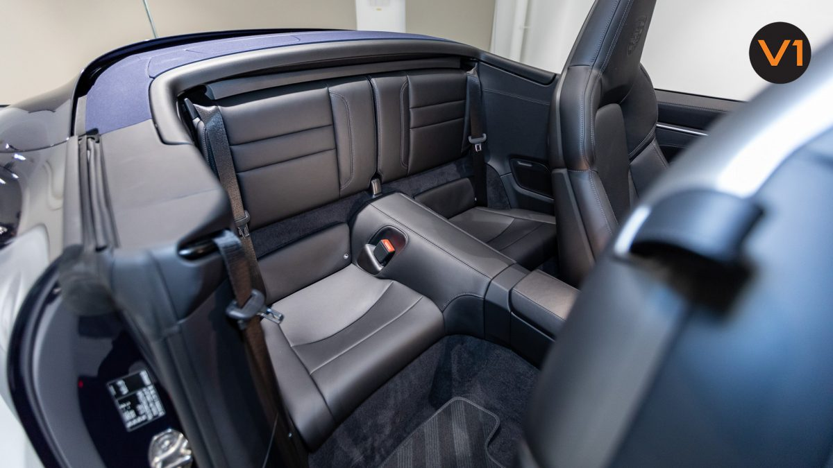 Porsche 911 Carrera Cabriolet - Back Seat