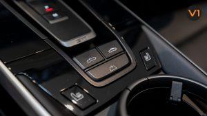Porsche 911 Carrera Cabriolet - Control Buttons