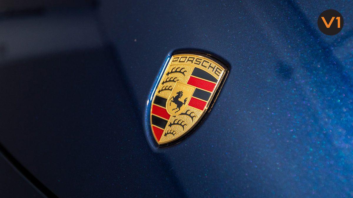 Porsche 911 Carrera Cabriolet - Porsche Logo