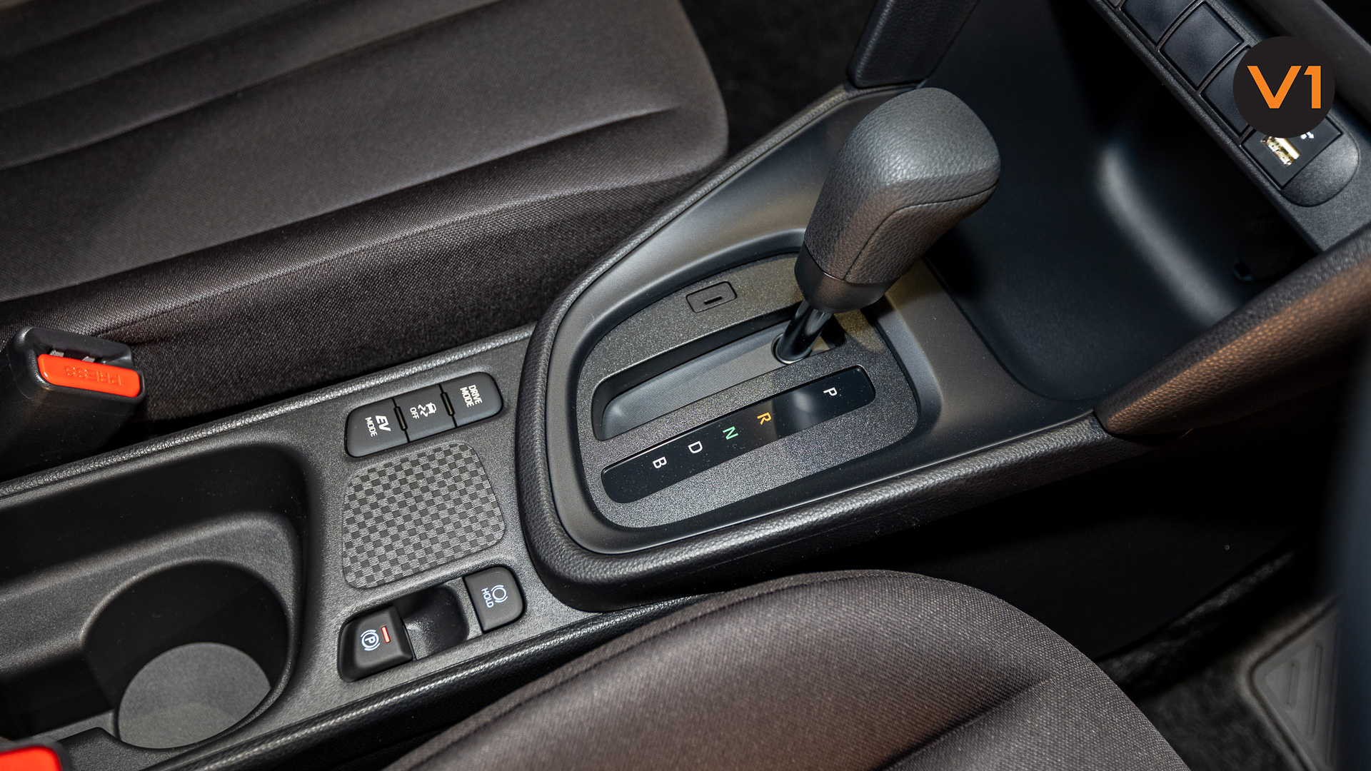 Toyota Yaris Cross X Hybrid - Center Console