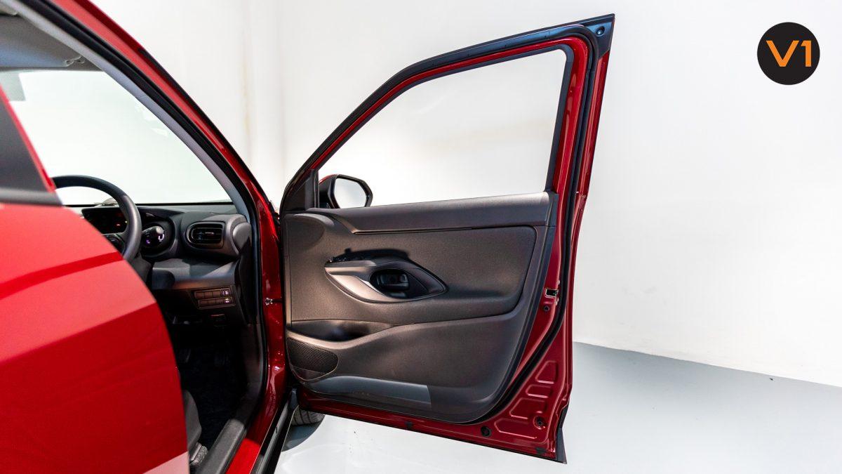 Toyota Yaris Cross X Hybrid - Front Door