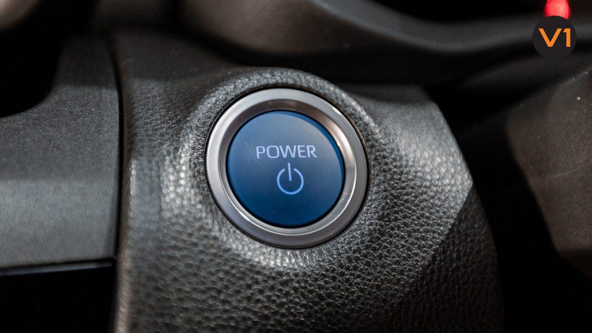 Toyota Yaris Cross X Hybrid - power Button