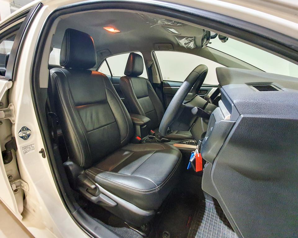 2015 Toyota Corolla Altis 1.6A Classic - Driver Seat