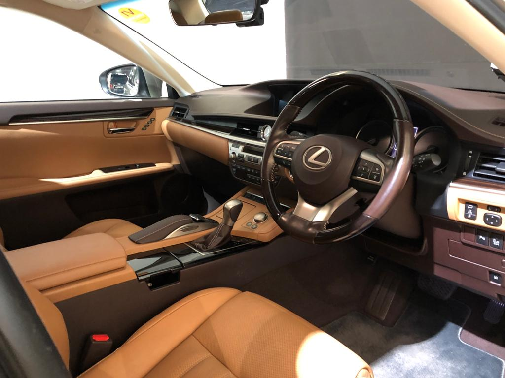 2017 Lexus ES Hybrid ES300h Luxury Sunroof - Steering Wheel