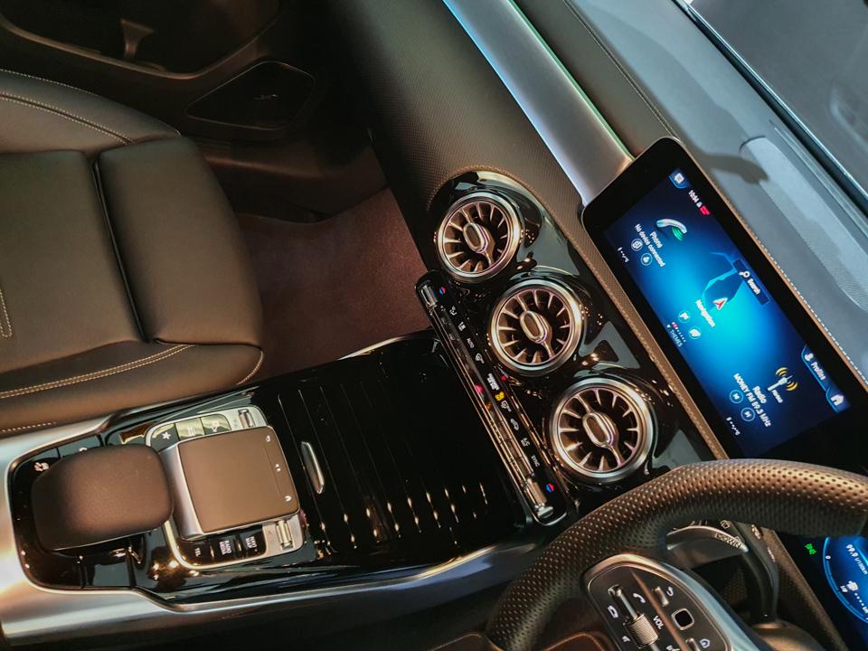 2020 Mercedes-Benz A-Class A35 AMG 4MATIC Premium Plus - Center Console