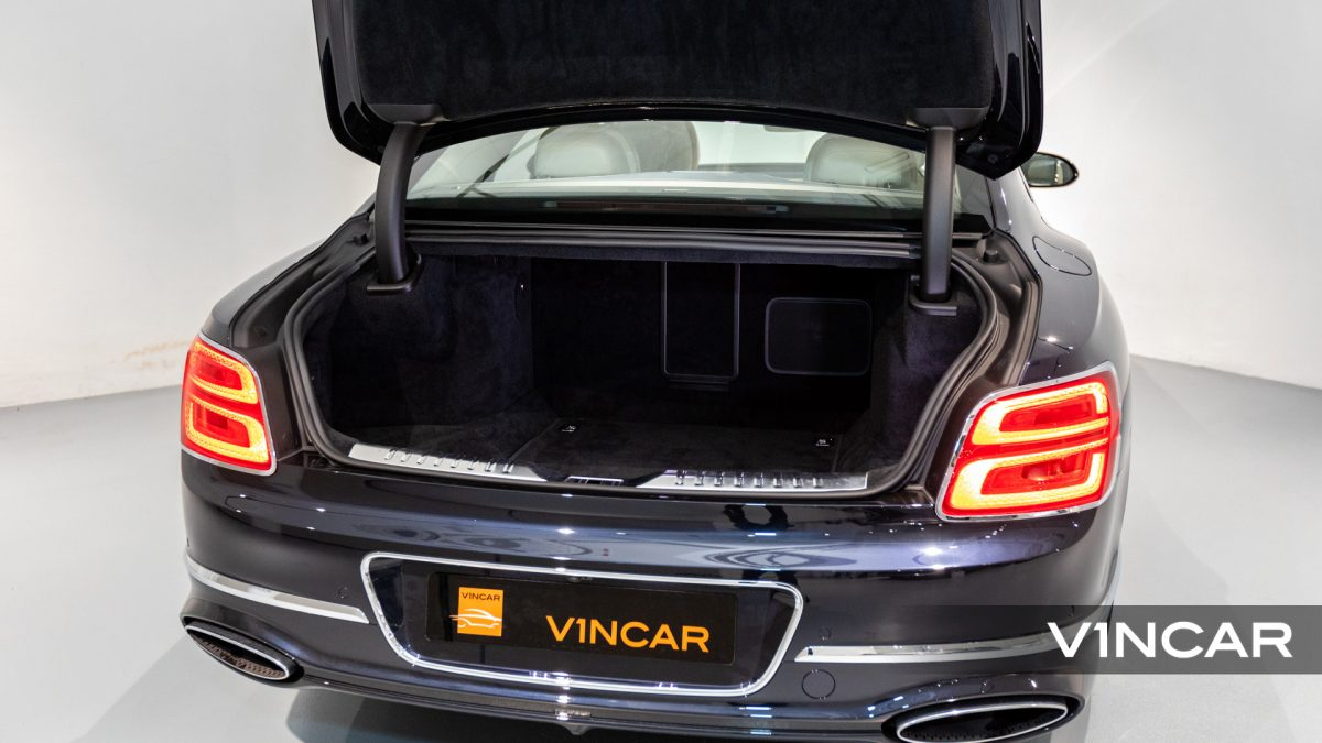 Bentley Flying Spur First Edition W12 - Boot Space