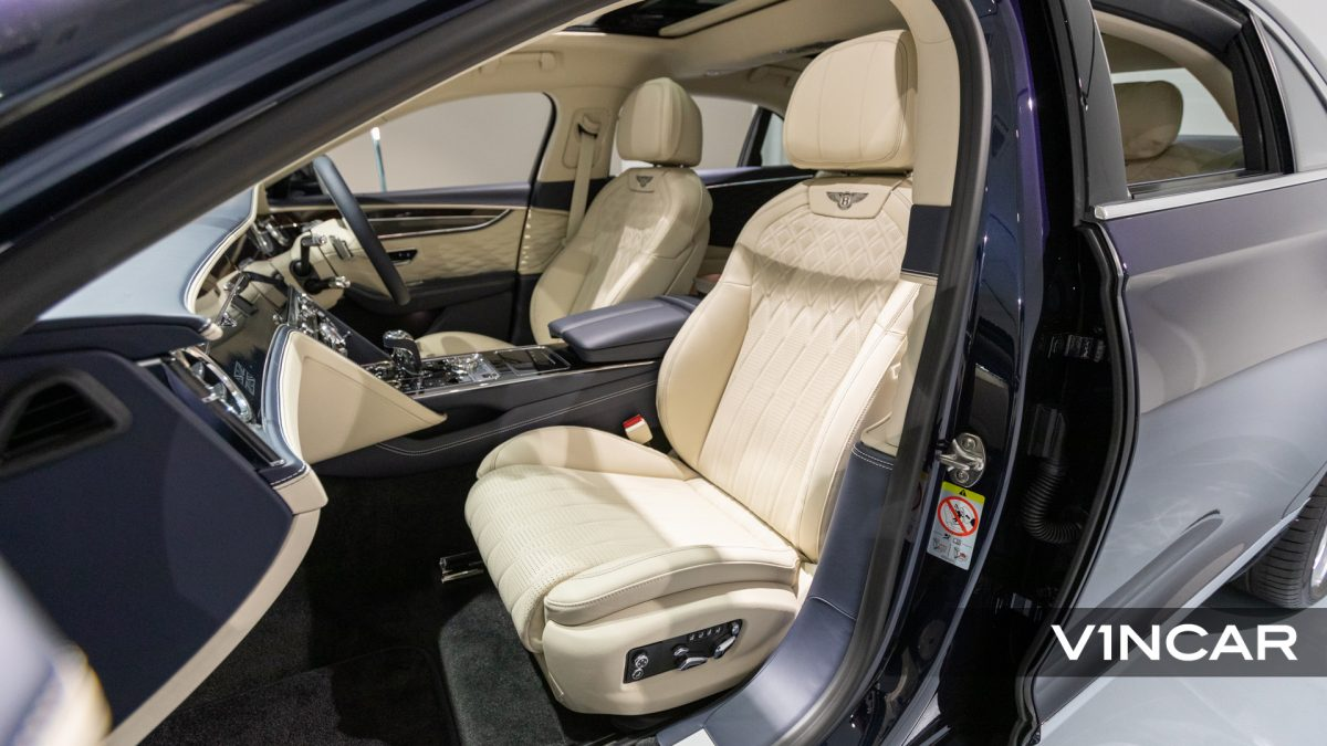 Bentley Flying Spur First Edition W12 - Front Passenger Seat