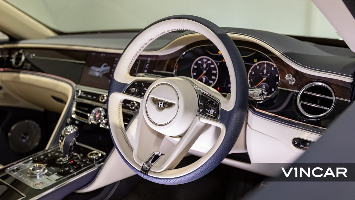 Bentley Flying Spur First Edition W12 - Steering Wheel