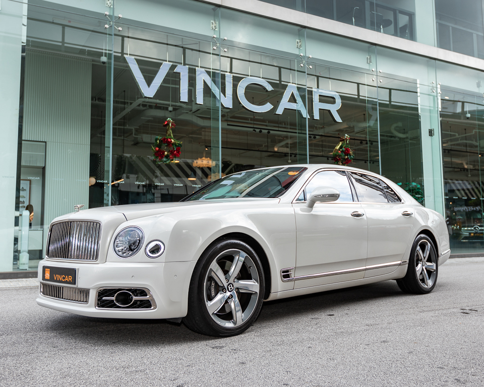 Bentley Mulsanne Speed 6.7 Twin Turbo - Front Angle
