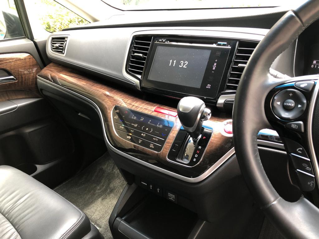 Honda Odyssey 2.4A EXV-S Sunroof - Infotainment