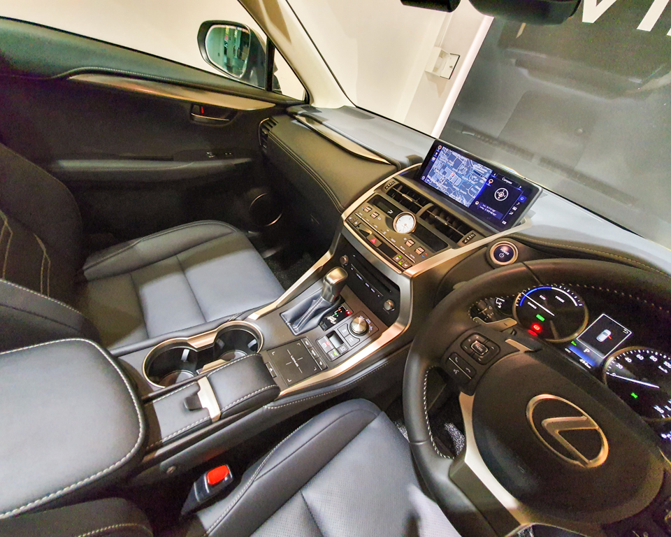 Lexus NX Hybrid NX300h Luxury - Center Console