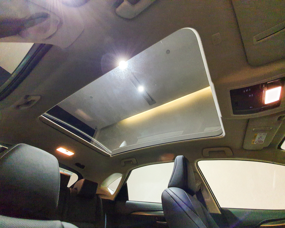 Lexus NX Hybrid NX300h Luxury - Sunroof
