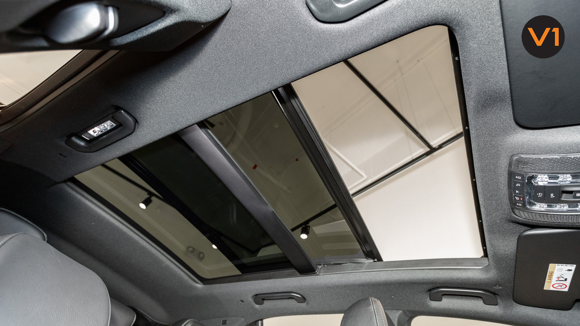 MERCEDES-BENZ GLE450 AMG 4MATIC LUXURY - Panoramic sliding sunroof