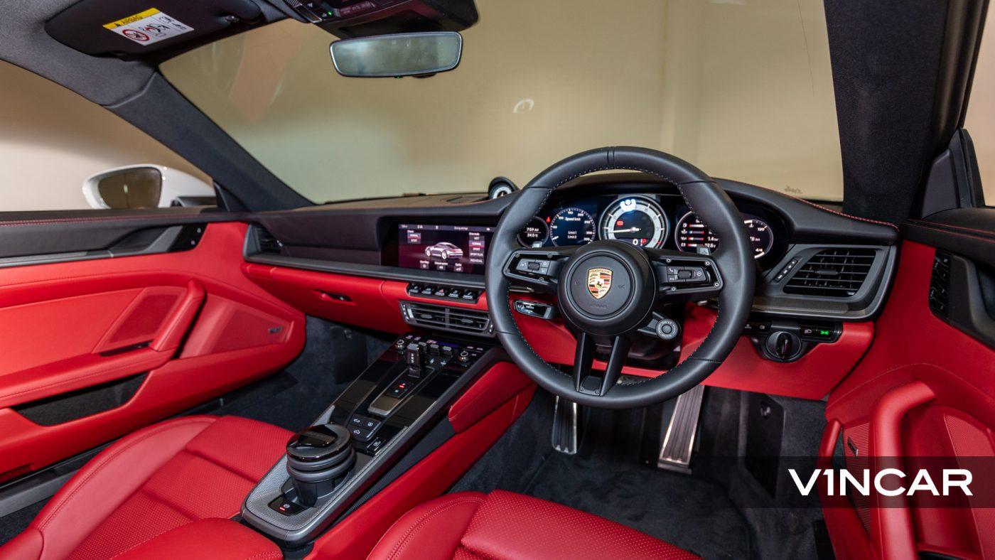 PORSCHE 911 CARRERA (CRAYON)-Dashboard and GT Sports Steering Wheel