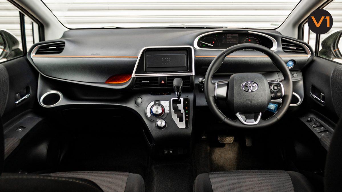Toyota Sienta 1.5G Hybrid (New Facelift) - Interior Dashboard