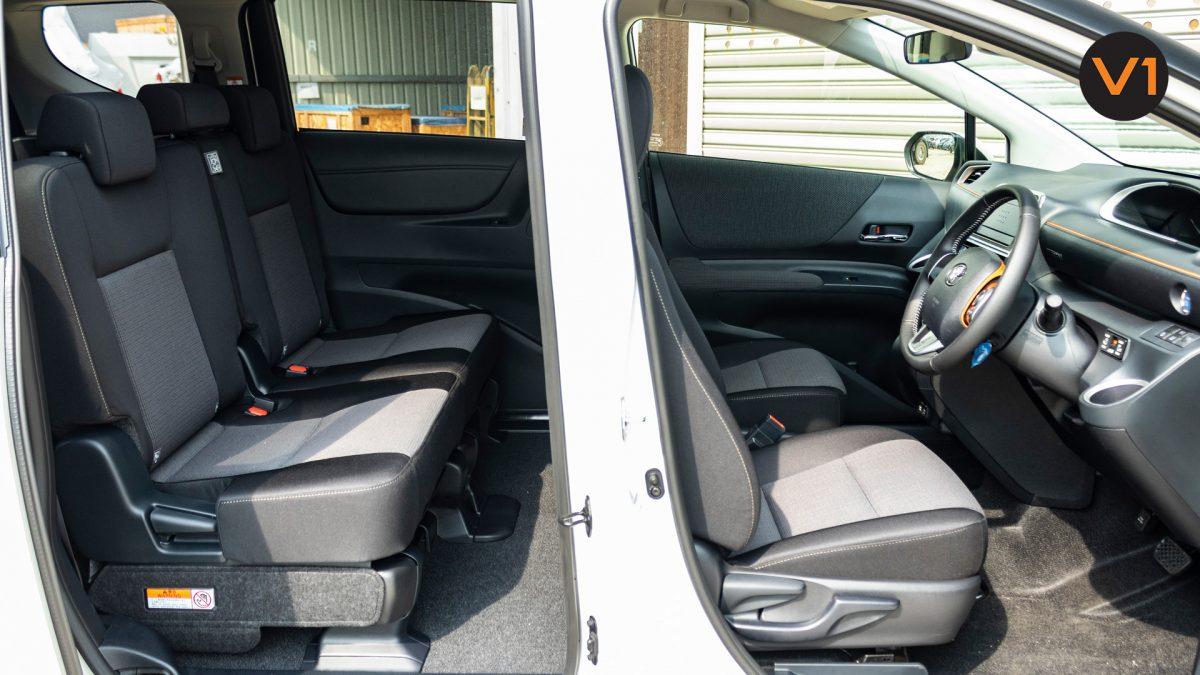 Toyota Sienta 1.5G Hybrid (New Facelift) - Passenger Seats 3