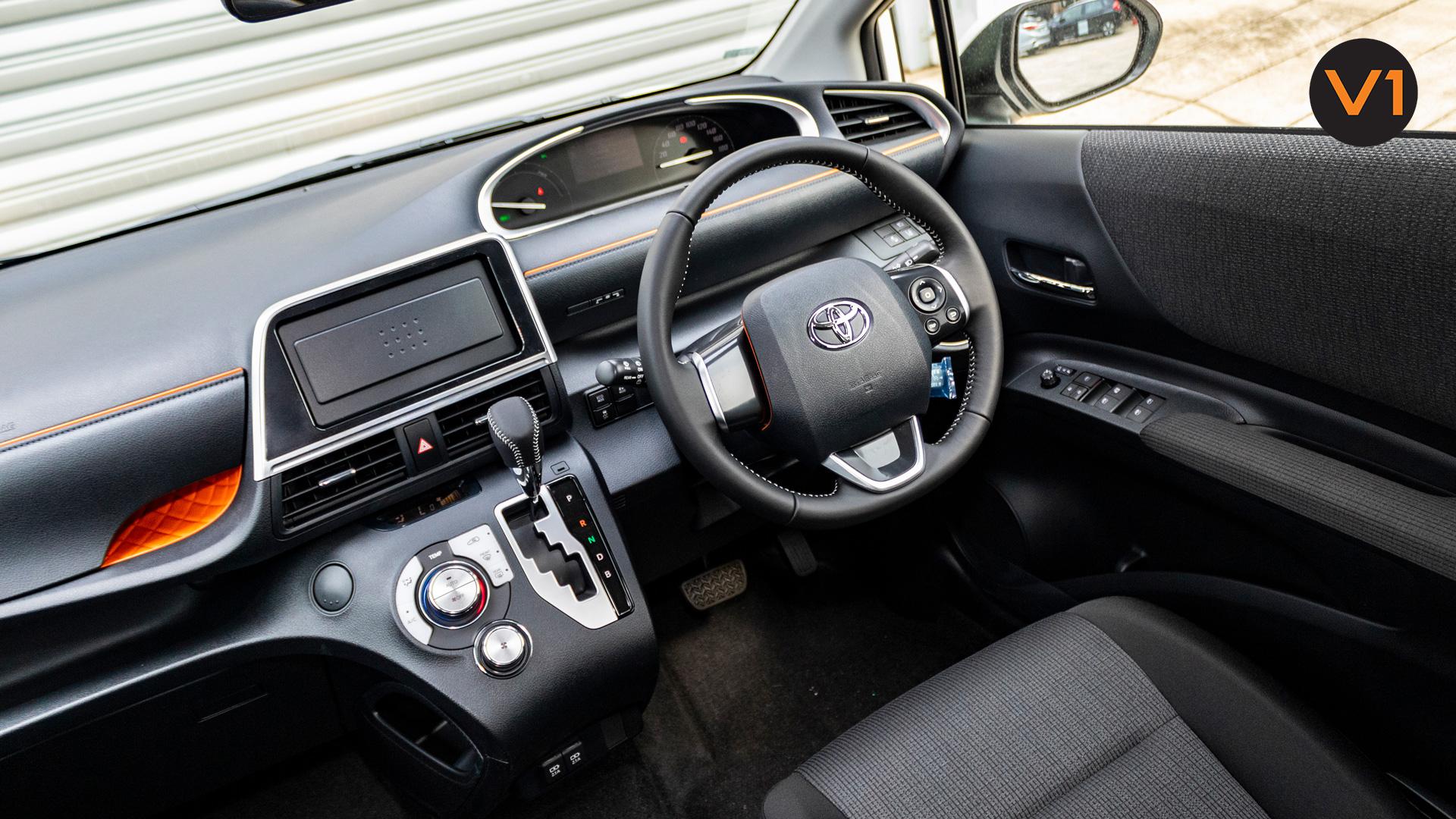 Toyota Sienta 1.5G Hybrid (New Facelift) - Center Console