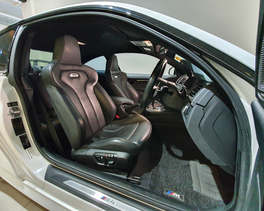 2015 BMW M Series M4 Coupe - Driver Seat