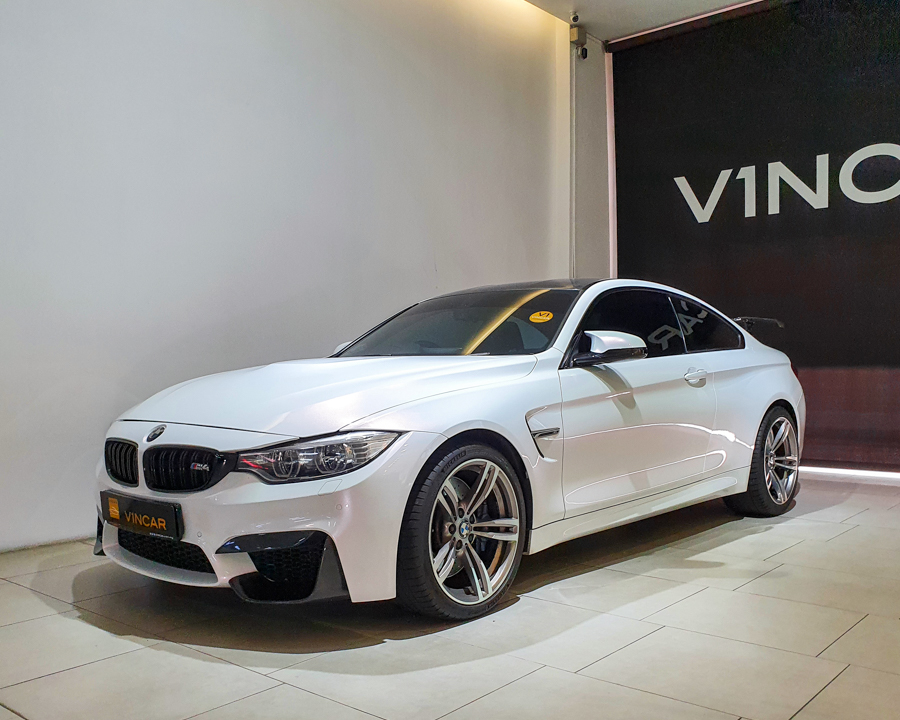 2015 BMW M Series M4 Coupe - Front Angle