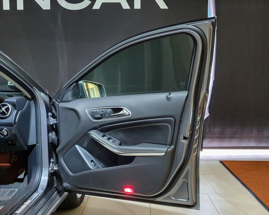 2016 Mercedes-Benz GLA-Class GLA180 - Door Profile