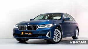 BMW 520i Saloon Luxury Plus (FL2021) - Front Angle